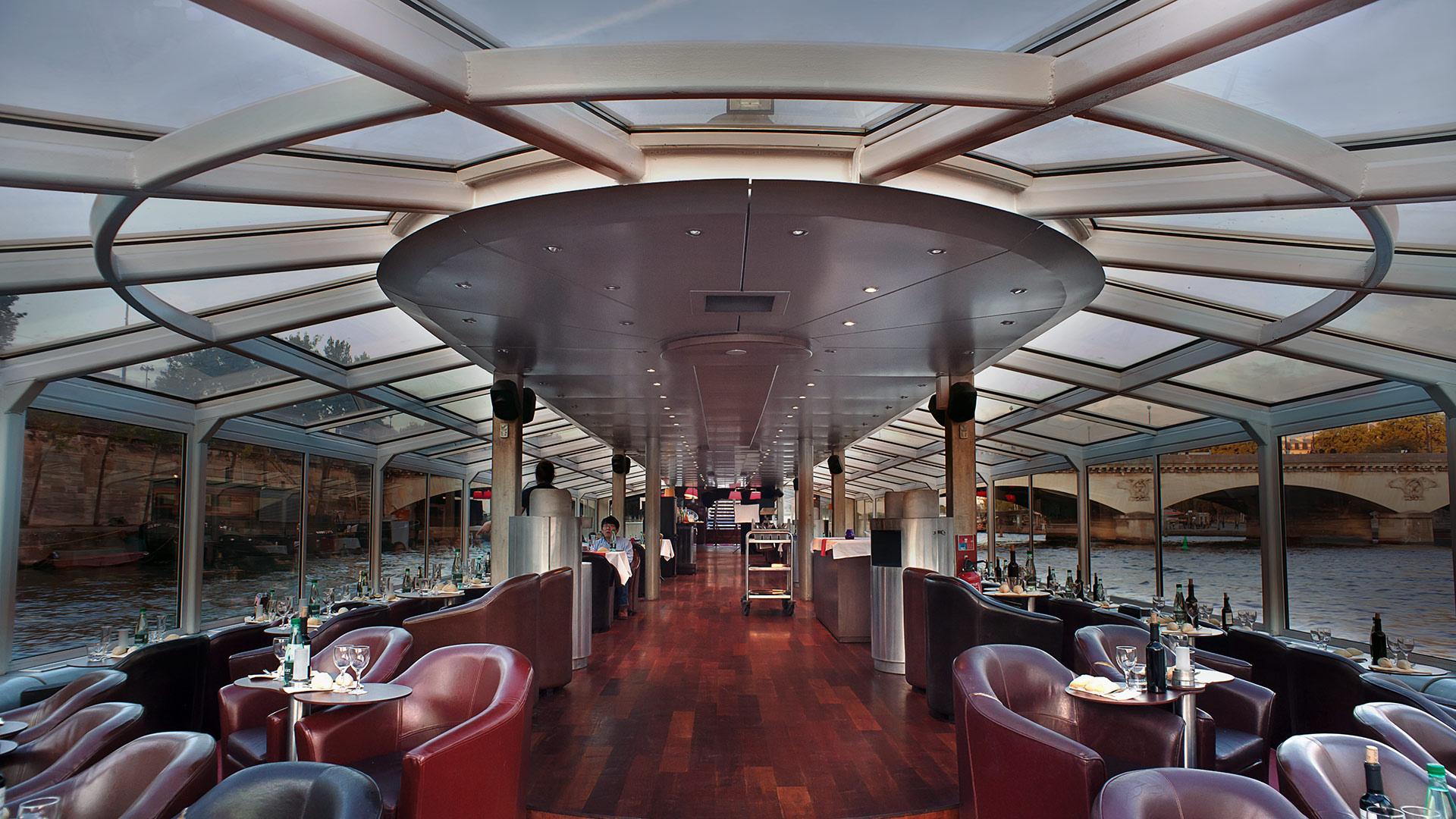 bateau restaurant pour une croisi re paris en sc ne. Black Bedroom Furniture Sets. Home Design Ideas