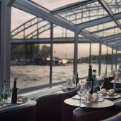 reservation diner croisiere paris en scene